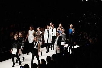 Models_catwalk_frame_goggo_iij